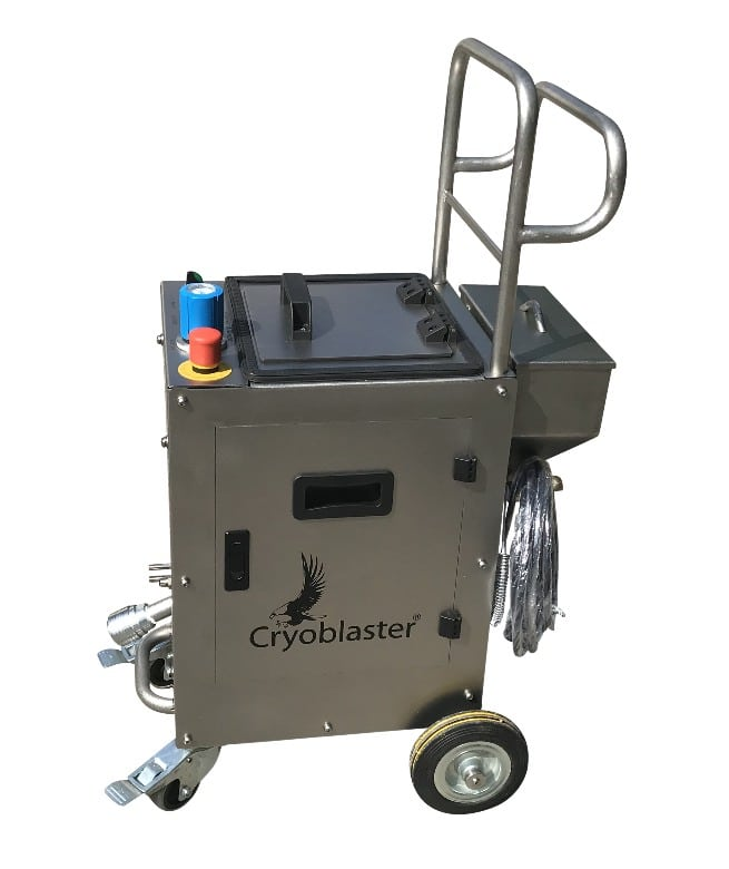 Minio- dry ice blaster for dry ice blasting applications