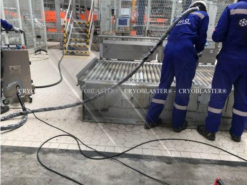 Opération de nettoyage cryogénique industriel en agroalimentaire
