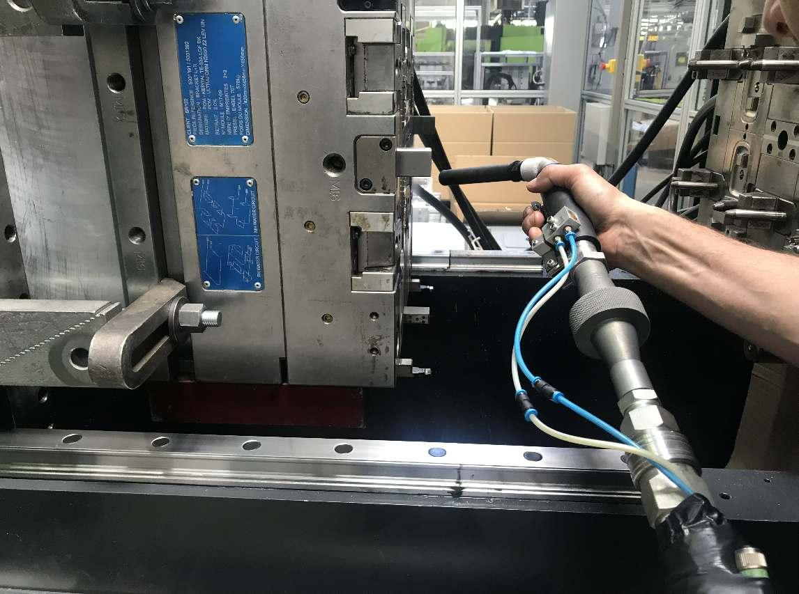 Opération nettoyage cryogénique sur moule à Metz