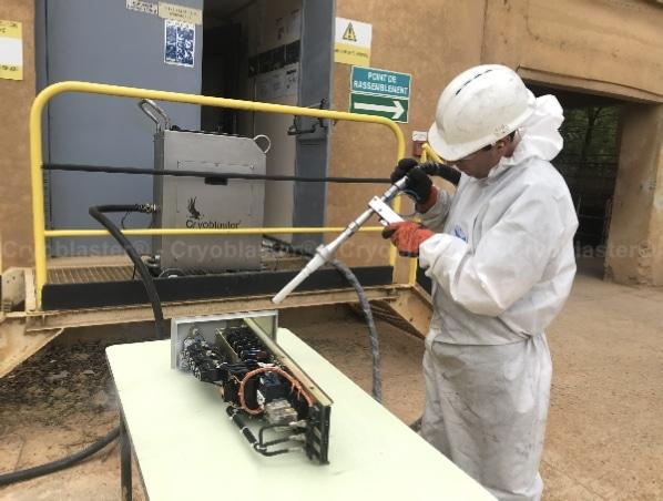 Opération nettoyage cryogénique sur tiroir TGBT à Metz
