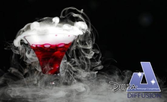 Glace carbonique dans cocktail