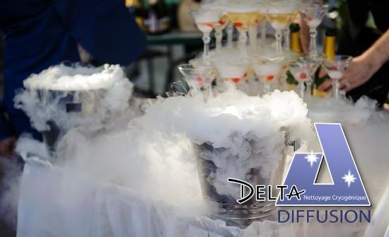 Seau champagne fumant grâce à la glace carbonique savoie