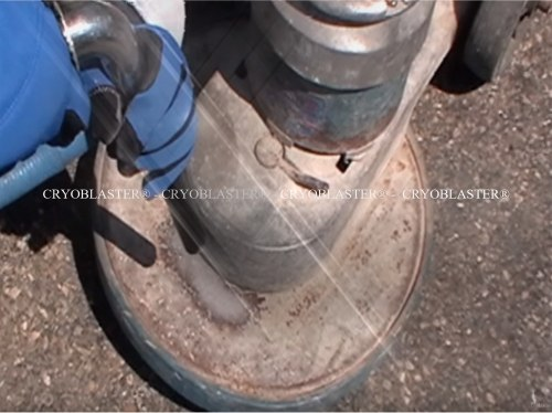 Cryogenic stripping operation on rust